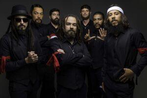 A banda Mato Seco se apresenta no Arena Club, em Santos