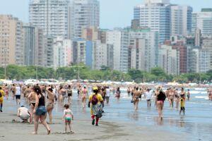Com tempo bom, praias devem ficar lotadas