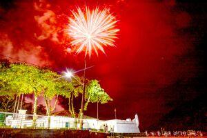 Munícipes e turistas podem conferir o show pirotécnico ao lado do Forte São João