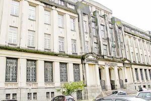 A inscrição deve ser realizada pessoalmente no prédio da Alfândega da Receita Federal do Brasil do Porto de Santos