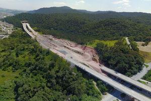 Segundo a Dersa, até agora foram executados 85% dos 47,6 km de extensão do Rodoanel Norte; a obra deveria ter sido entregue em março de 2016