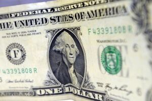 Dólar abriu cotado a R$ 3,77