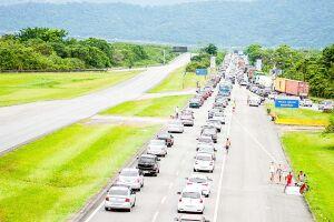 Mais de 692 mil veículos desceram a Serra em direção à Baixada neste feriadão de Réveillon