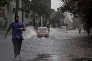 Fortes chuvas atingem a capital paulista na tarde de hoje