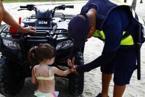 Guarda Civil Municipal já distribuiu 830 pulseirinhas entre 18 de dezembro e 14 de janeiro