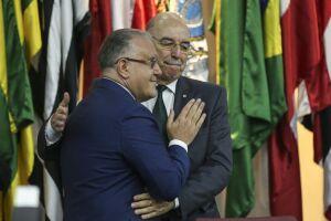 Com um abraço, Alberto Beltrame transmite cargo ao ministro da Cidadania, Osmar Terra