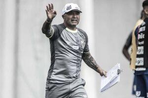 Sampaoli diz que desconhecia crise do Santos e cobra chegada de reforços