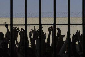 Bolsonaro criticou o fato de que auxílios sociais concedidos a presos ainda tenham valor superior da base de remuneração dos trabalhadores brasileiros