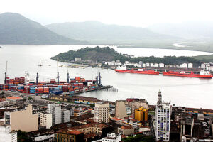 Porto de Santos fecha o ano com recorde de movimentação de carga