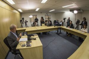 O ex-presidente Lula concedeu entrevista à 'Folha' e ao 'El País', na sede da PF, onde está preso