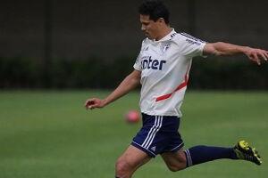 Hernanes está recuperado de contusão, mas Cuca ainda não definiu se ele sai jogando.