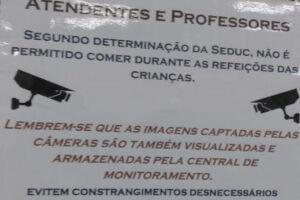 Sindicato fotografa e divulga cartaz afixado na escola Paulo de Souza Sandoval, em Praia Grande.