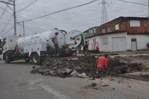 Prefeitura vem trabalhando para manter limpos bueiros e galerias nos vários bairros da Cidade