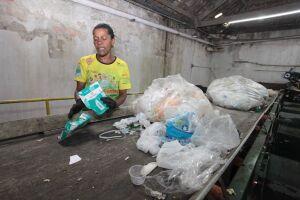 O trabalho de coleta seletiva tirou a moradora do bairro Alemoa Silvana da Cruz, 48 anos, da estatística de desempregados