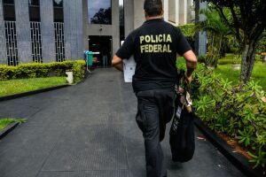 São cumpridos 14 mandados de busca e apreensão e um pedido de prisão preventiva