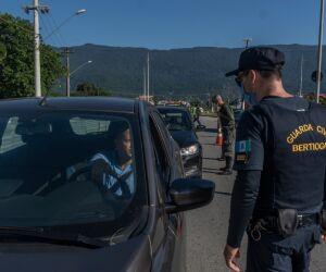Bertioga realiza bloqueios nas entradas da Cidade
