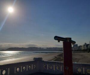 Veja fotos da orla da praia de Santos nesta sexta