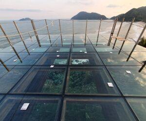 Guarujá: Mirante das Galhetas conta com piso de vidro