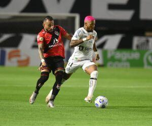 Veja imagens de Santos 0 x 1 Atlético-GO na Vila Belmiro