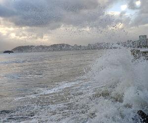 Ressaca atinge a Ponta da Praia na chegada da primavera