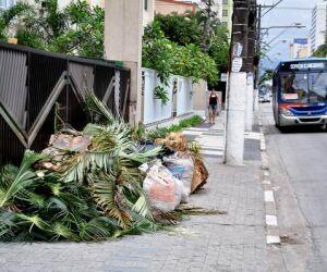 Muito lixo nas ruas de São Vicente