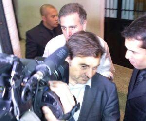 Neymar chega a Vila Belmiro acompanhado de seu pai e Wagner Ribeiro