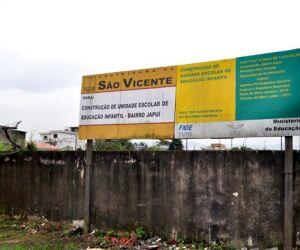 Terreno onde seria escola em São Vicente é retrato do descaso