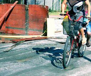 Rua com buracos em Cubatão