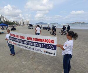 O prefeito Valter Suman decidiu ir até as praias de Guarujá no começo da tarde desta quarta-feira (18) para tentar conscientizar os banhistas a dispersar da área devido aos perigos de transmissão pelo coronavírus.