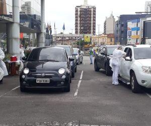 Apesar da quantidade de automóveis no estacionamento do Mendes Convention Center, atendimento foi agilizado