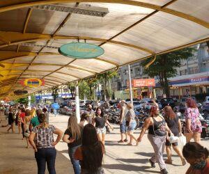 Após conquistar o direito de se encaixar na Zona Laranja junto ao Governo do Estado, cidadãos tratam quarentena como terminada e lotam as ruas