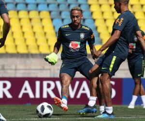 Neymar volta a treinar, e Tite deve repetir titulares contra a Costa Rica