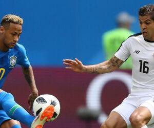 Técnico da Costa Rica critica uso do VAR em pênalti sobre Neymar
