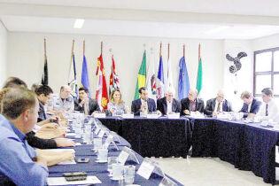 Em reunião, prefeitos da Região cobram soluções do Estado para a destinação do lixo