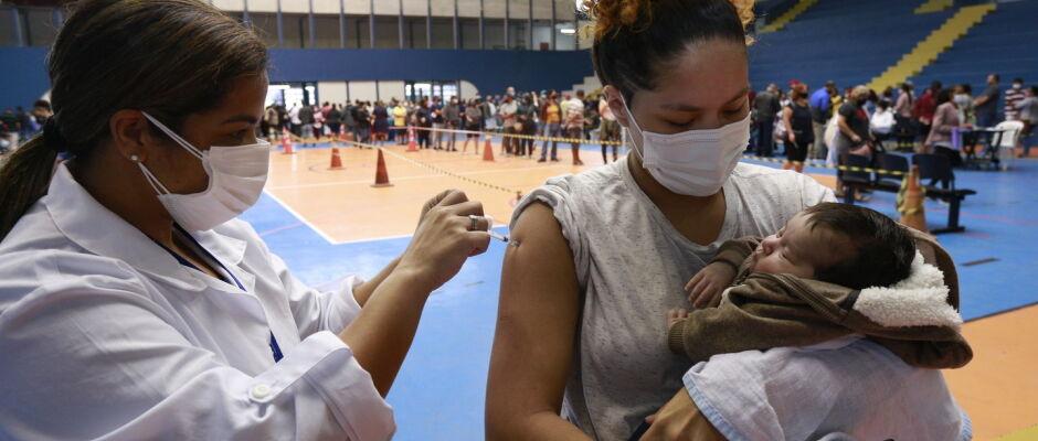Guarujá vacina jovens de 20 anos a partir desta quarta-feira
