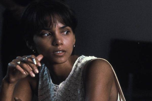 Halle Barry foi a 1ª atriz negra a ganhar o Oscar de melhor atriz, em 2002 (Divulgação)