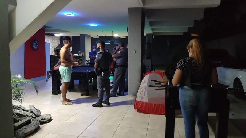 Força-tarefa impede festas clandestinas em Guarujá