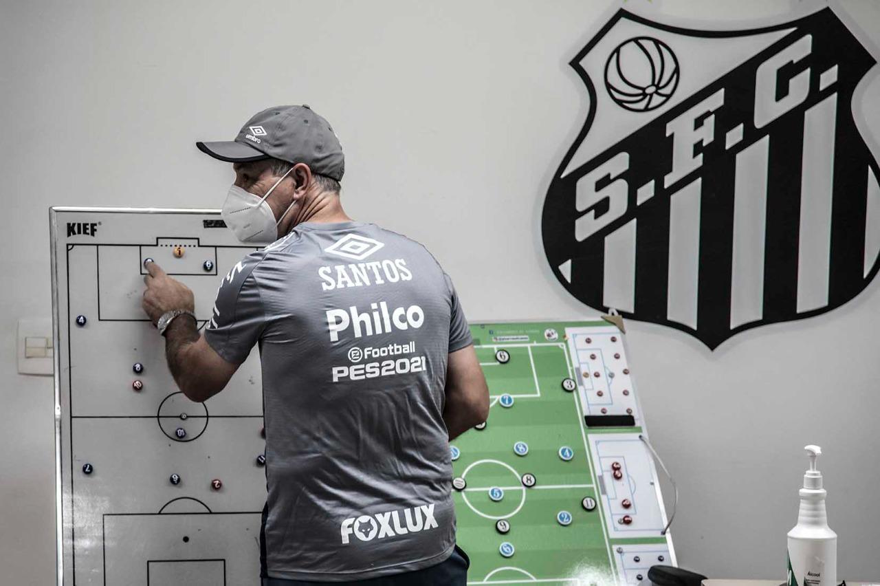 Veja imagens do primeiro treino de Holan no Santos