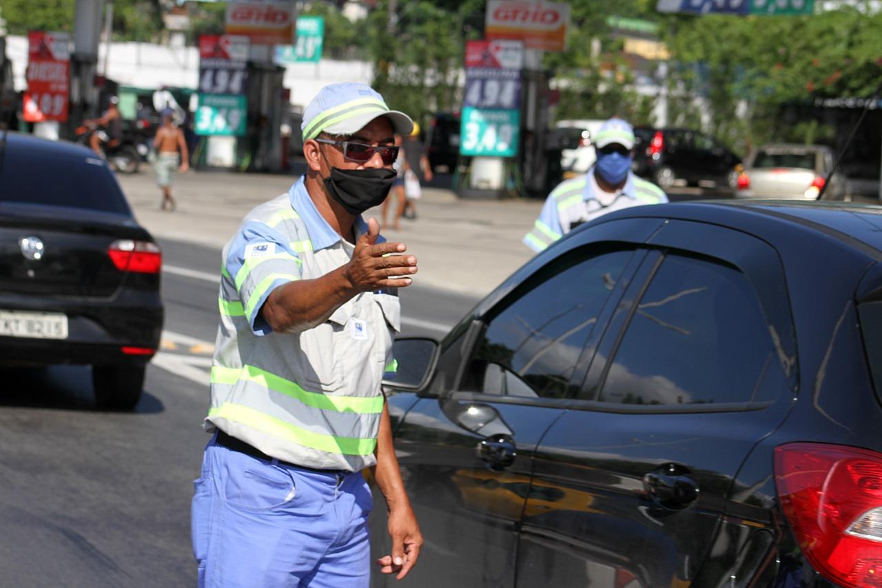 Santos mobiliza dezenas de profissionais em barreiras sanitárias