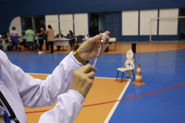 Guarujá recebe primeiras doses da vacina Pfizer/BioNTech