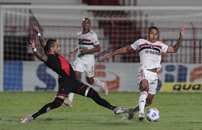 Em Goiânia, São Paulo é derrotado pelo Atlético-GO