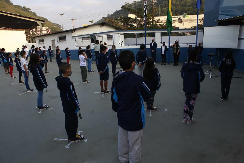 Escolas municipais de Guarujá retomam aulas presenciais