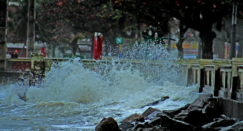 Frio e chuva em Santos: veja fotos da Ponta da Praia