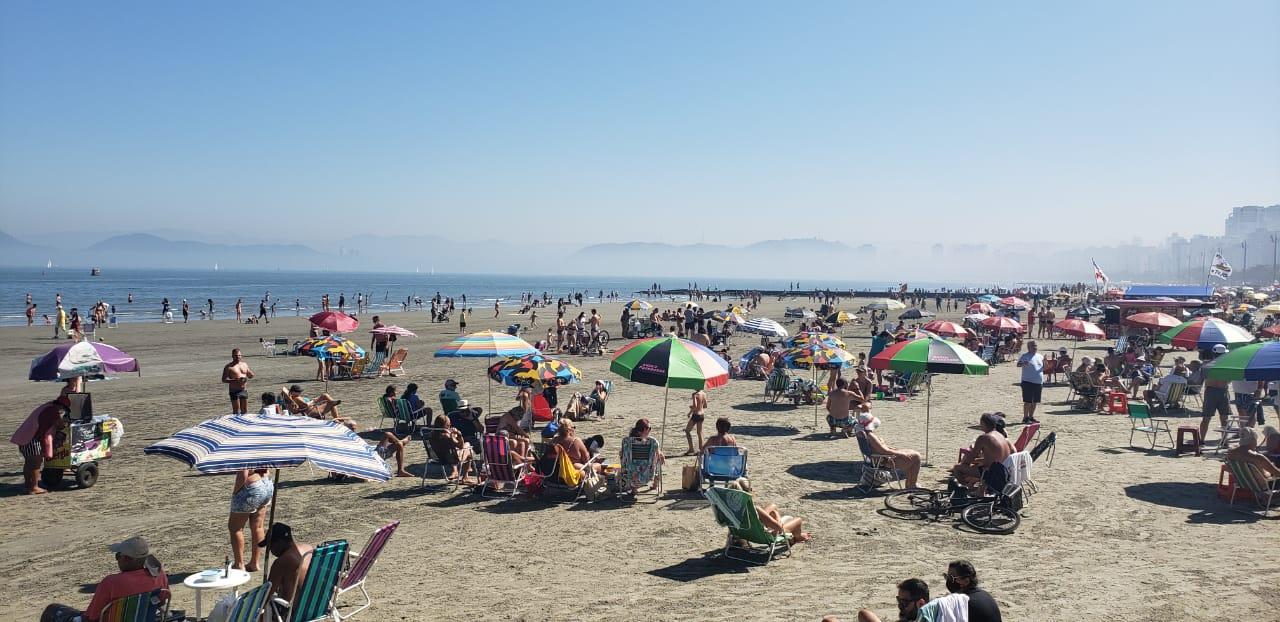 Movimento no Aquário e na Praia de Santos nesse domingo de manhã