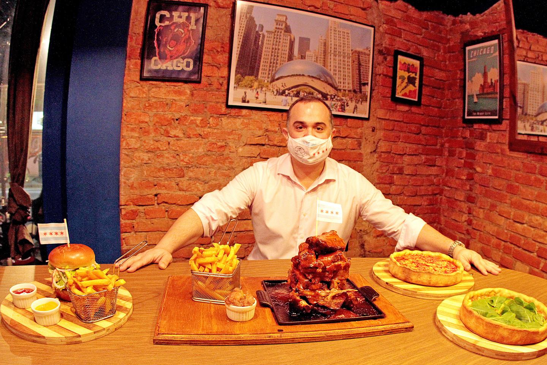 Chicago Bar faz 'upgrade' em famosa costela ao molho barbecue