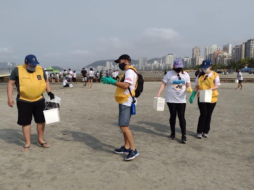 Com medalhista olímpica, Santos festeja Dia de Limpeza de Rios e Praias