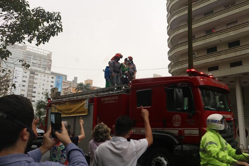 Nathan Torquato é recebido com festa em Santos