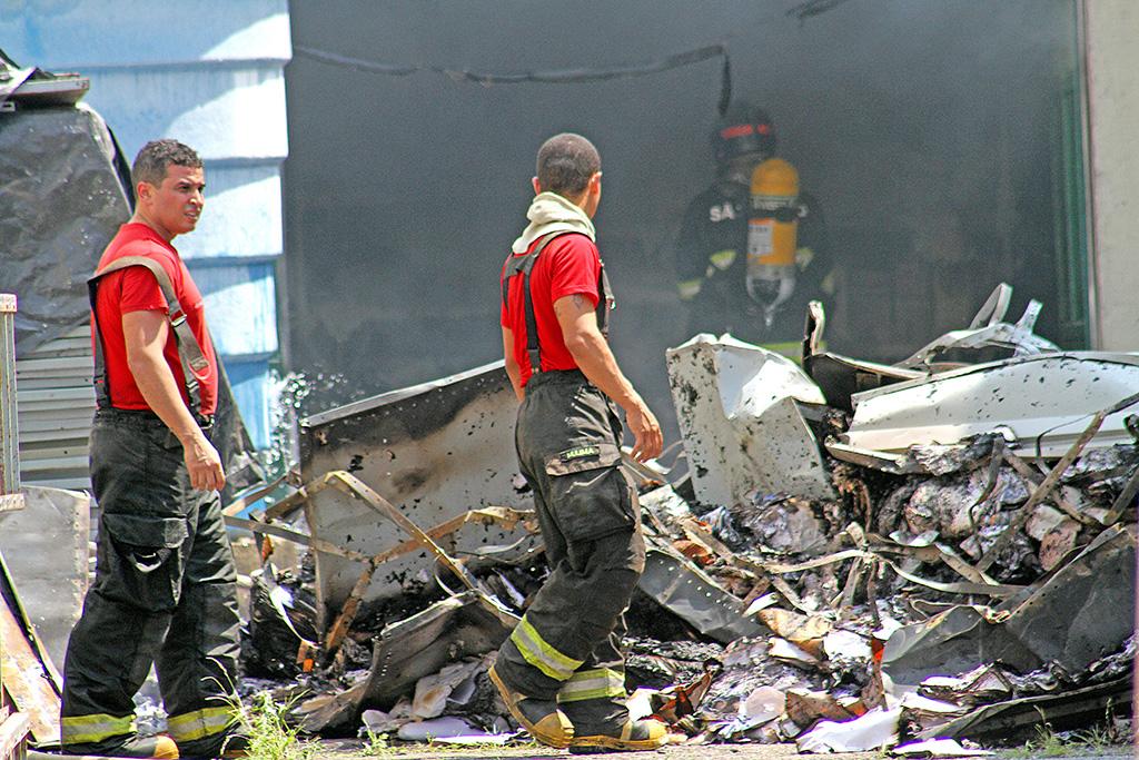 Fogo danifica prédio anexo à Fundação Arquivo e Memória de Santos