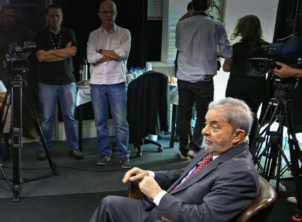 Lula diz que combinação de medida provisória é coisa de bandido