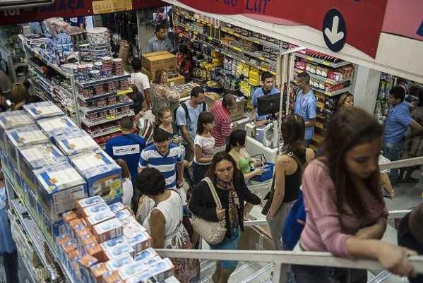 Vendas do comércio têm maior queda para maio desde 2001